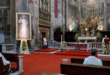 Los italianos vuelven a misa