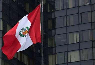 Peruanos inician proceso para retirar hasta $us 3.700 de fondos de pensiones por la pandemia