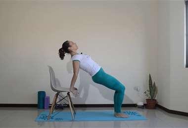 Práctica pilates en cada junto a Karina Correa