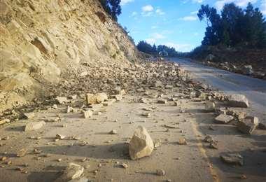 Escombros que quedaron en la vía I ABC.