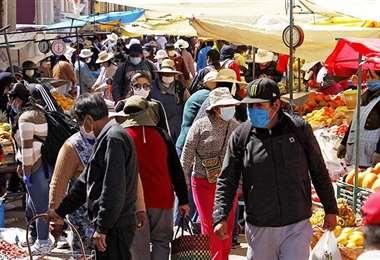 Los mercados en Lima son los principales focos de infección en Perú. Foto AFP