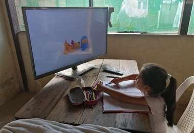 Televisión y radio se usan en zonas de Guarayos. Foto: Alfredo Maldonado