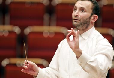 El director ruso Kirill Petrenko es el encargado de llevar la batuta del concierto