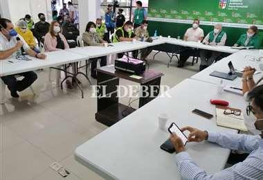 Gobernador, alcaldesa y otros funcionarios. Foto: Hernán Virgo