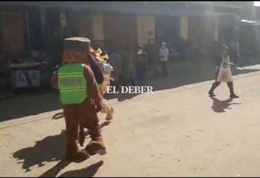 Policía de San Borja realiza dramatización para crear conciencia del peligro que es el coronavirus