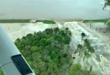 El desborde de una presa de Michigan. Foto Internet