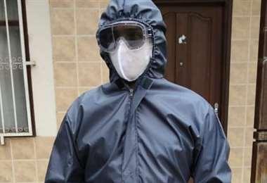 Antes de contraer el coronavirus, Sebastián Castedo se dedicaba a vender trajes de bioseguridad
