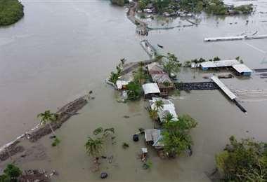 """""""Todo está perdido"""" tras el paso del ciclón Amphan en Bangladés"""