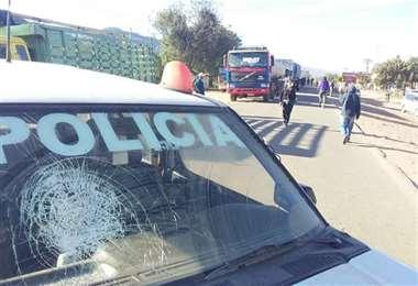 Una de las patrullas policiales utilizadas para bloquear (Foto: JUAN CARLOS AGUILAR)