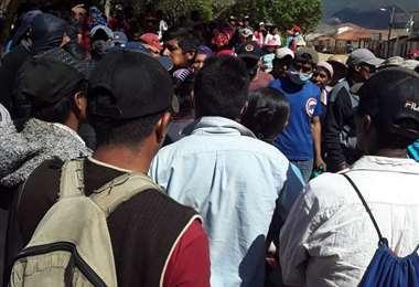 Mairana está sin policías, sin médicos y con un bloqueo en la carretera