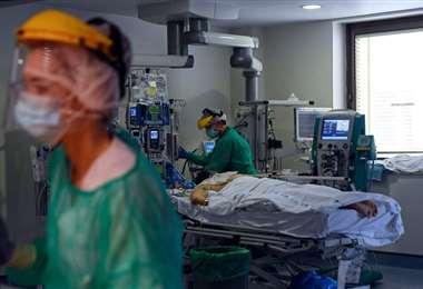Más de 328.000 muertos y al menos 1.854.900 personas se curaron de la enfermedad