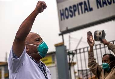 """""""El hospital parece un cementerio"""": enfermeros protestan en Perú por indefensión ante Coronavirus"""