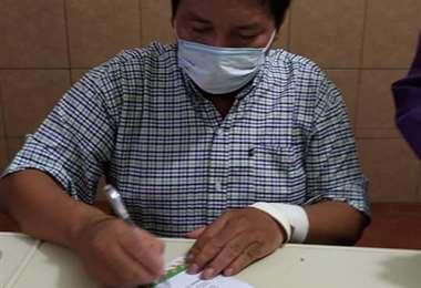 El gobernador de Beni, Amapo, firma la declaratoria de Desastre sanitario (Foto: NOTI RIBER)