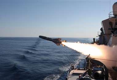 Un buque venezolano disparando un misil. Foto Internet