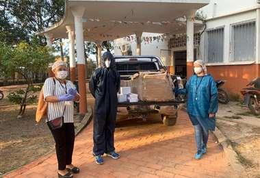 El tenista nacional Hugo Dellien donó un lote de equipamiento de bioseguridad al hospital principal de Trinidad. Foto: Hugo Dellien