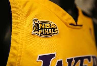 Una camiseta firmada por Kobe Bryant y usada en un partido de Los Angeles Lakers estaba entre los objetos a subasta de la casa Julien. Foto: AFP