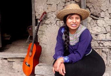 Nancy Risol es, quizá, la indígena más popular de YouTube. Gracias a su ingeniosa forma de mostrar su vida, se ha vuelto muy popular. Tiene más de 2 millones de suscriptores