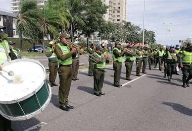 La banda de la Policía entonó una pieza de plena de sentimiento para despedir a sus camaradas