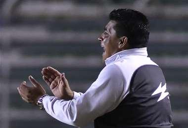 El DT Omar Asad se encuentra en Argentina desde marzo. En San José esperan su respuesta. Foto: APG Noticias