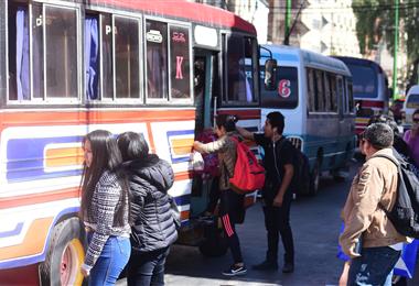El transporte se alista para volver en Cochabamba. Foto. Archivo