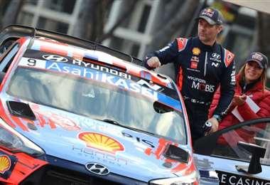 El piloto francés Sebastien Loeb, de Toyota, en el podio después del 88º Rally de Montecarlo, la carrera inaugural del Campeonato Mundial de Rally FIA 2020 (WRC), en Mónaco, el 26 de enero de 2020. Foto: AFP