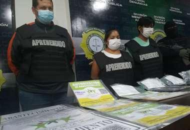 Los falsificadores fueron aprehendidos ayer. Foto: Guider Arancibia