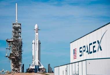 El cohete Falcon 9 de la empresa SpaceX transportará a la cápsula Crew Dragon