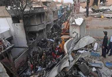 El accidente aéreo tuvo lugar en un barrio residencial de Karachi, en el sur de Pakistán