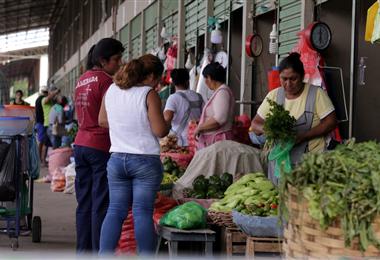El Mercado Abasto Mayorista es uno de los que abre sus puertas al público. Foto. Fuad Landívar