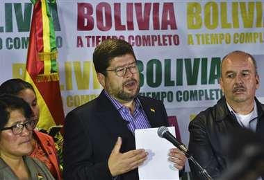 Doria Medina (centro) también es compañero de fórmula de Jeanine Añez para las elecciones presidenciales
