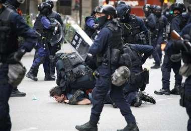 La policía utilizó la fuerza y agentes químicos para dispersar a los manifestantes