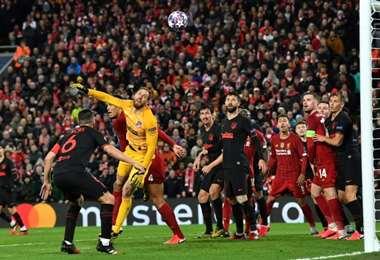 El partido de la Liga de Campeones UEFA entre el Liverpool inglés y el español Atlético de Madrid el 11 de marzo frente a 52.000 seguidores, en Anfield, Liverpool. Foto: AFP