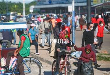 Este lunes se observó una gran presencia de personas en las calles. Foto Jorge Uechi
