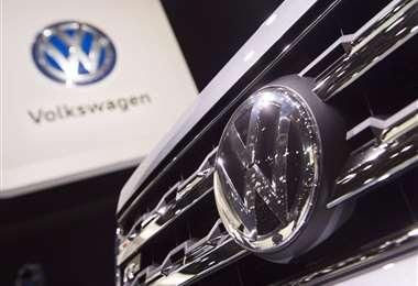 """Justicia alemana ordena a Volkswagen una compensación parcial a cliente por """"dieselgate"""""""