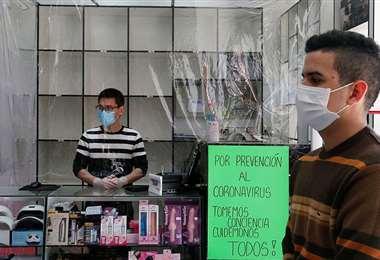 Presidente de México estima pérdida de un millón de empleos por Covid-19