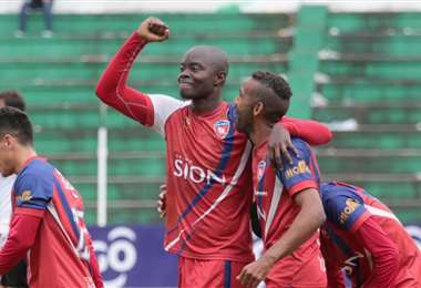 Mosquera marcó 43  goles en dos temporadas para Royal Pari. Ahora quiere defender los colores de Oriente. Foto: El Deber