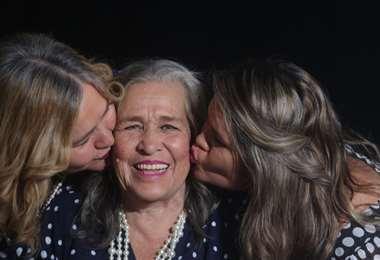 Las felicitaciones son para la señora Miriam Hanny. Foto: Jorge Ibáñez