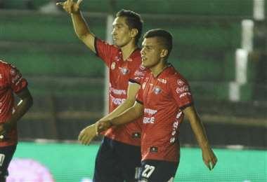 Moisés Villarroel (27) en uno de los partidos que jugó este año en Santa Cruz. Foto: APG Noticias