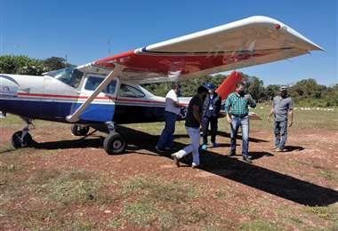 En la avioneta llegó personal para tomar muestras a pobladores de la región. Foto Juan Pablo Cahuana