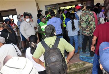 Alcaldía de San Javier y dirigentes indígenas en conflicto. Foto. Magno Cornelio