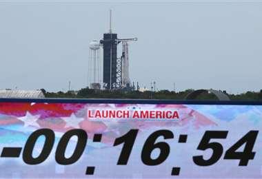 Fue aplazado el primer vuelo tripulado de SpaceX. Foto AFP