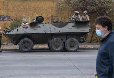 Militares patrullan calles céntricas de Santiago de Chile. Foto AFP