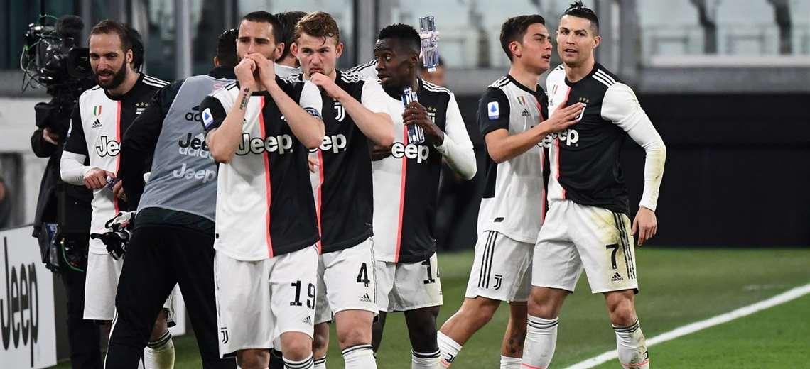 El festejo de los jugadores de Juventus, líder del torneo italiano. Foto: internet