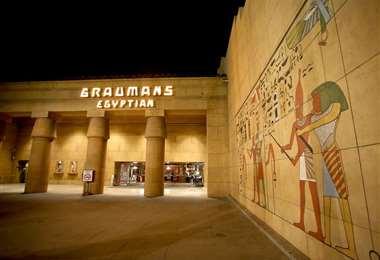 Entrada del Teatro Egipcio de Los Ángeles. Foto Internet