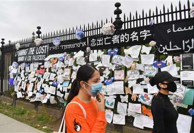 Homenaje a los fallecidos por Covid-19 en el cementerio de Greenwood en Nueva York. Foto AFP