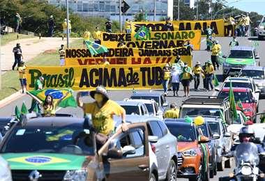 Partidarios de Bolsonaro marcharon esta tarde en Brasilia. Foto AFP