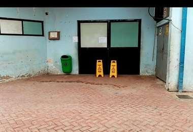 Instalaciones cerradas del Hospital Alfonso Gumucio, en Montero