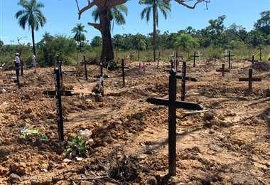 En el cementerio habilitado para víctimas por Covid-19, hay más de 150 cruces de fallecidos confirmados y sospechosos