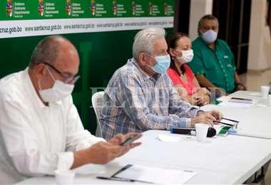 Costas y Murillo dirigen la reunión en el COED. Foto Fuad Landívar