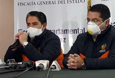 El fiscal Cossío (izq) anunció reinicio de actividades en La Paz